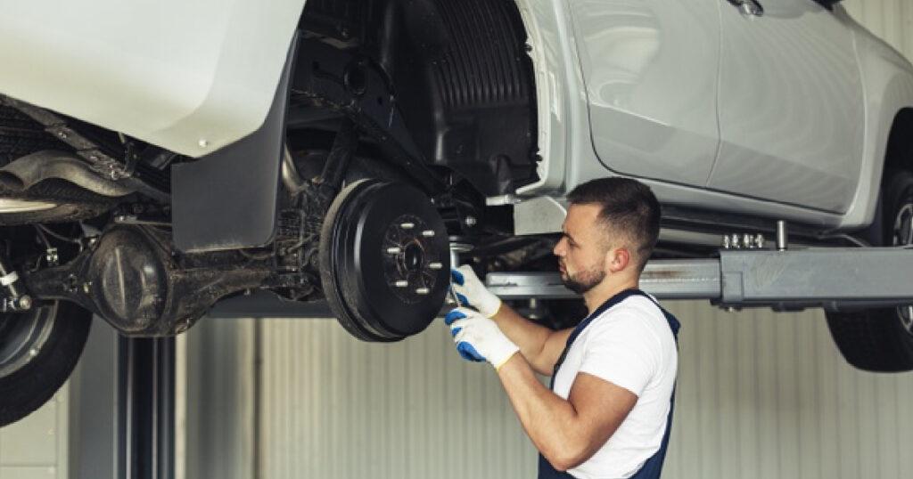 sostituire braccetti auto